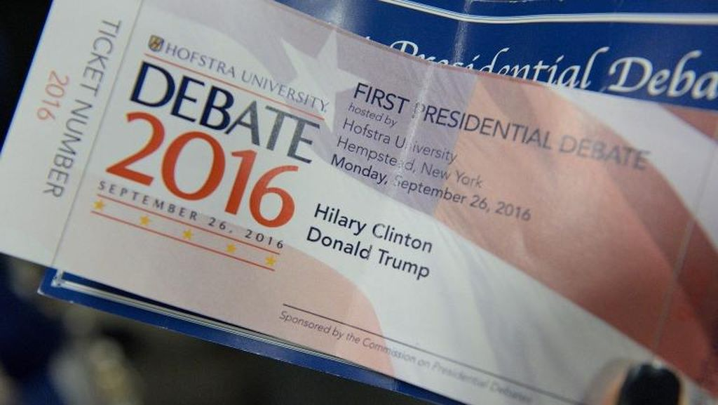 Ups... Nama Hillary Clinton Salah Tulis di Tiket Suvenir Debat Capres AS