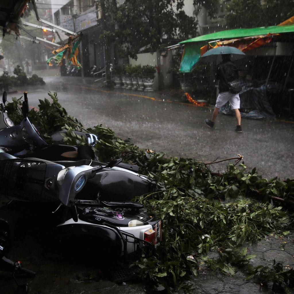 Topan Megi Picu Tanah Longsor di China, 32 Orang Hilang