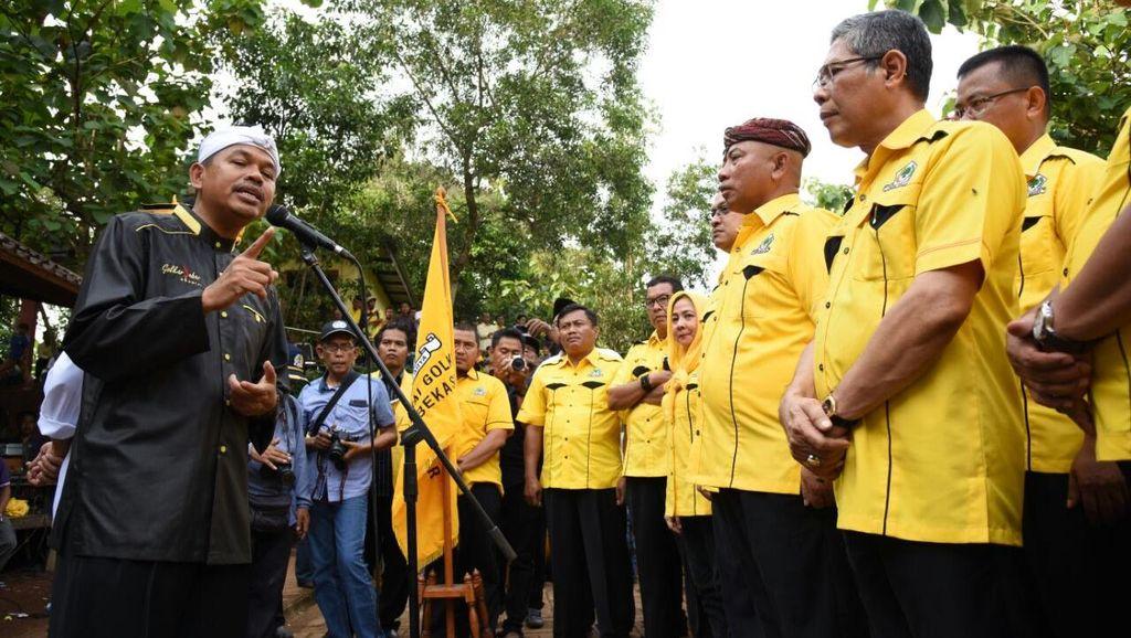 Kang Dedi Lantik Ketua Golkar Kota Bekasi di Kandang Kambing TPA Bantar Gebang