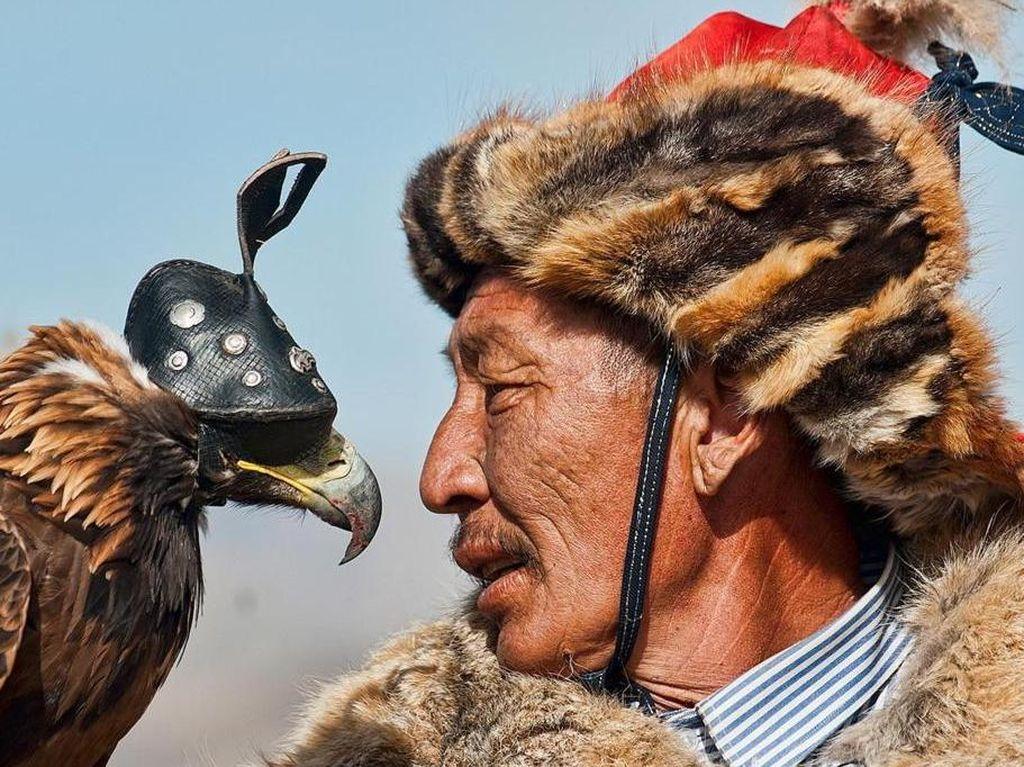 Yang Hampir Punah di Bumi: Berburu dengan Elang
