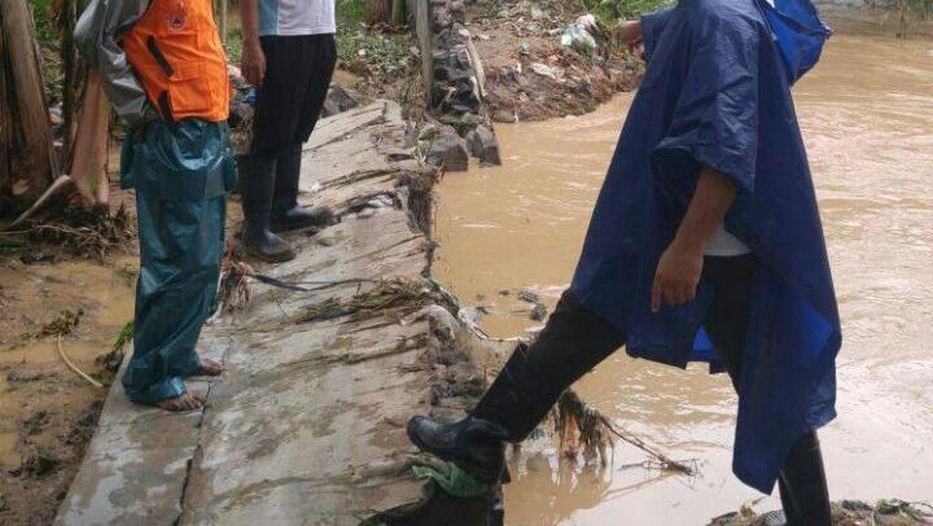 Hujan Deras, Tanggul Kali Bringin Semarang Jebol Rendam 7 RW