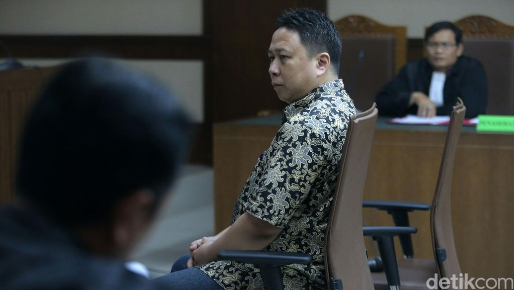 Sukotjo S Bambang Dituntut 4,5 Tahun Penjara