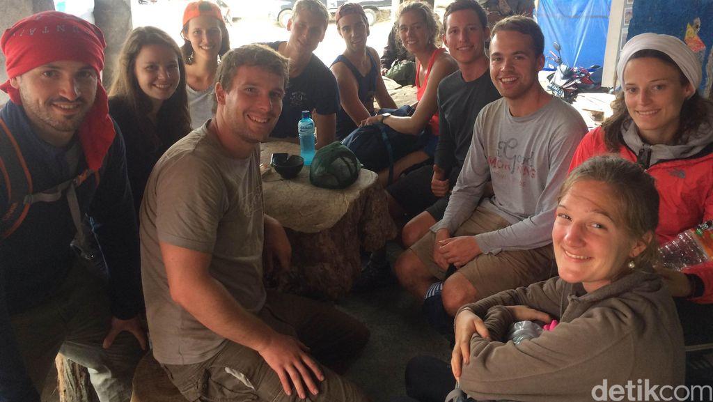 Turis Pendaki ini Saksikan Gunung Barujari Rinjani Meletus: Bang! Spectacular