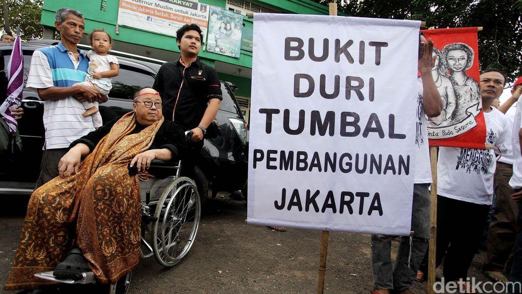 Berkursi Roda, Jaya Suprana Datang ke Bukit Duri
