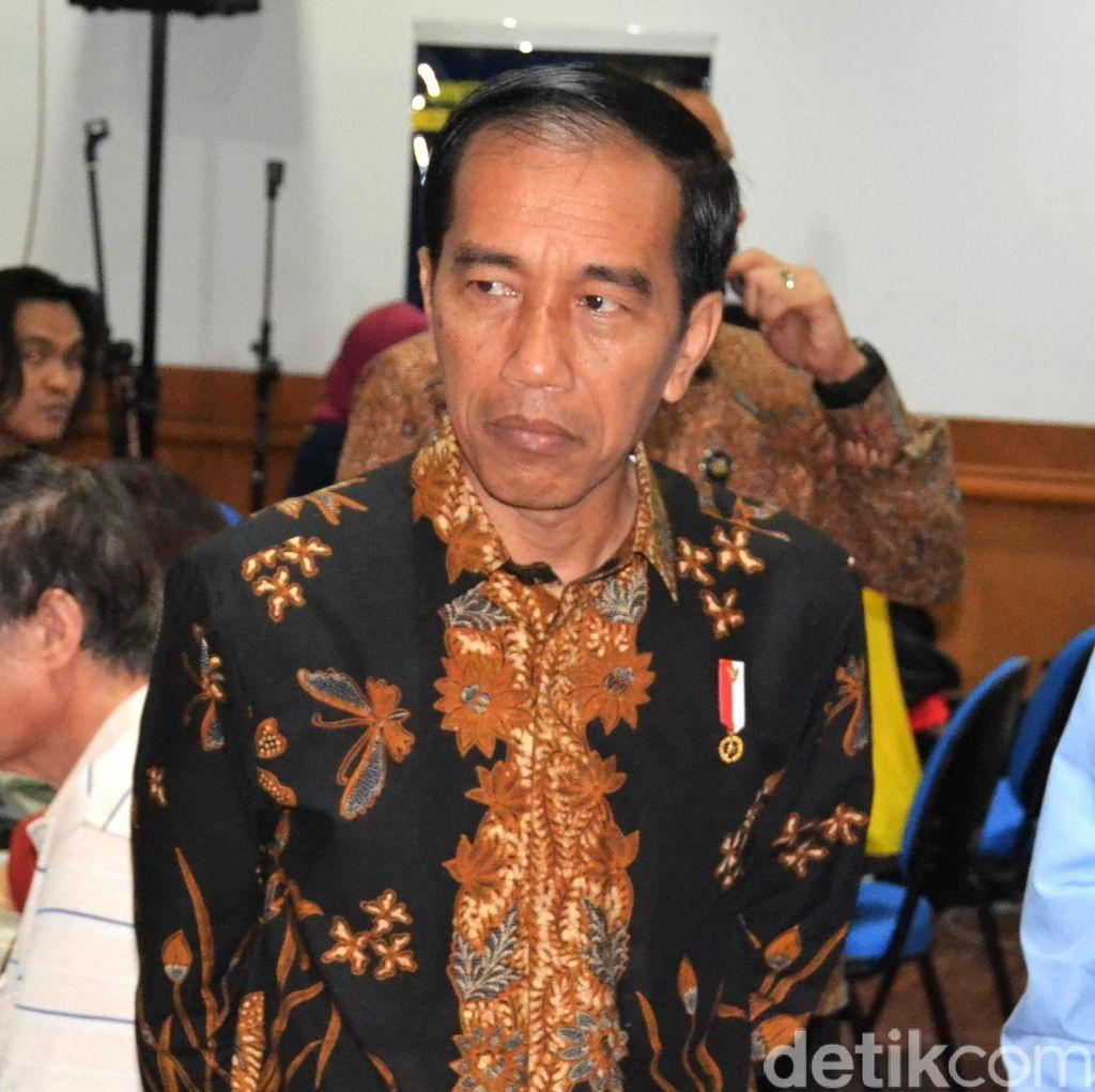 Hukuman Koruptor Belum Maksimal, Setujukah Jokowi Sanksi Sosial <i>Nyapu</i> Jalan?