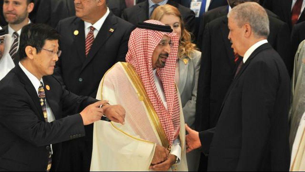 Anggaran Defisit, Arab Saudi Pangkas Gaji PNS