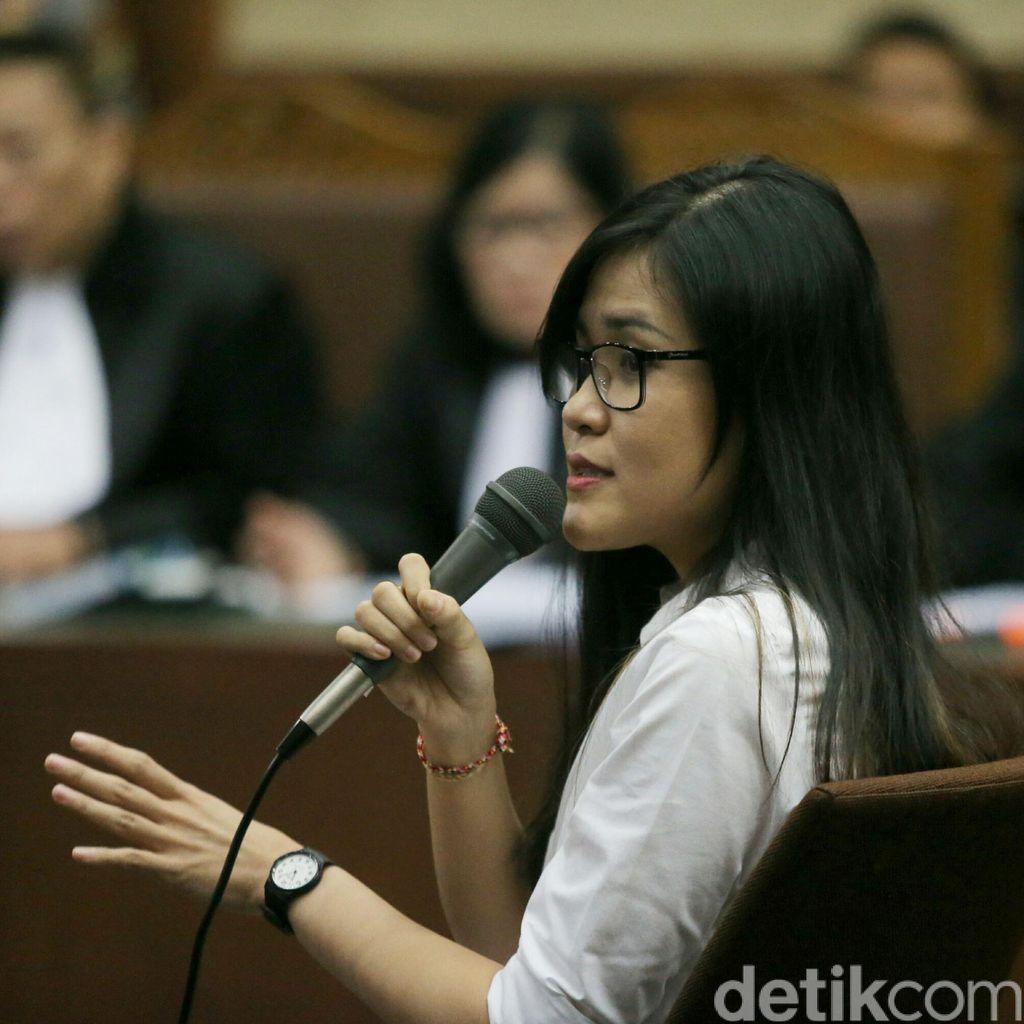 Jaksa Tanya Vietnamese Ice Coffee Panas atau Dingin, Jessica: Menurut Anda?