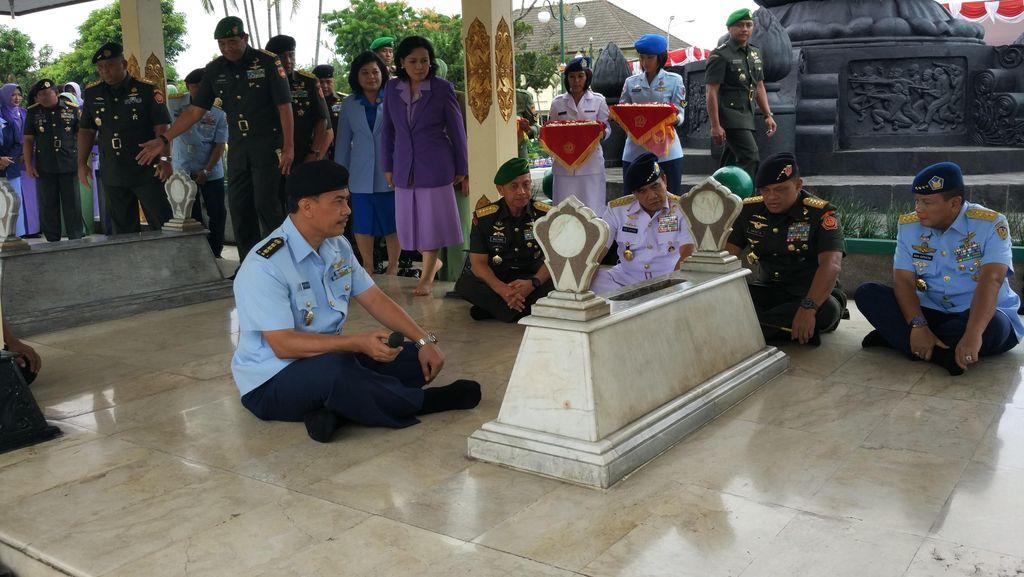 Selain ke Mantan Presiden, TNI Juga Ziarah ke Makam Jenderal Sudirman