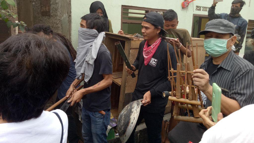 Saat Seniman Menolak Penggusuran di Bukit Duri dengan Memainkan Musik