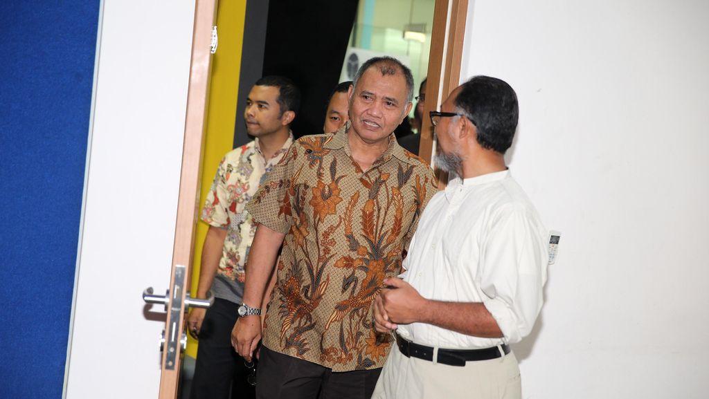Ketua KPK Nimbrung di Diskusi Buku Denny Indrayana