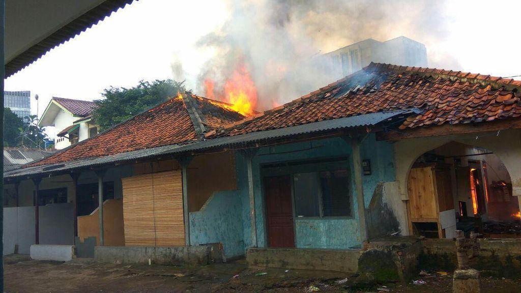Kebakaran Rumah di Dekat KPP Cilandak, 10 Mobil Damkar Dikerahkan