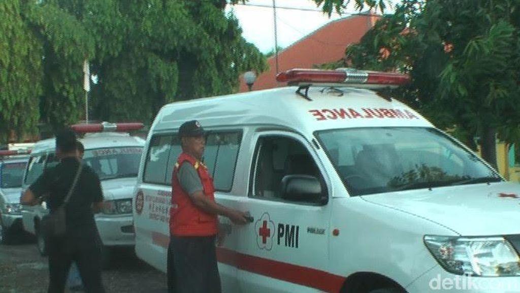 Penjemputan Lima Korban Tewas Kecelakaan Atas Perintah Wali Kota Risma