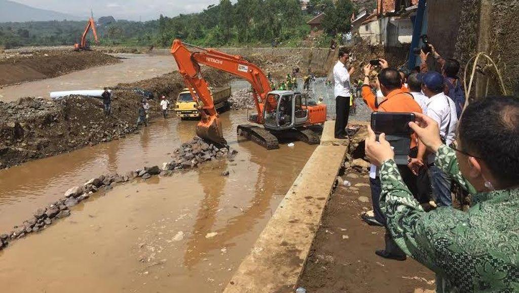 Jokowi Tinjau Lokasi Banjir Bandang di Garut, Begini Kondisinya