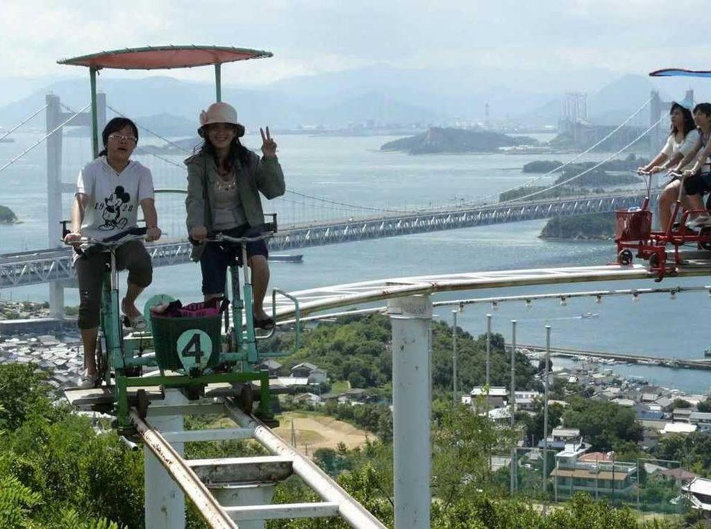 Ngeri-ngeri Sedap, Naik Sepeda di Jalur Roller Coaster Setinggi 16 Meter