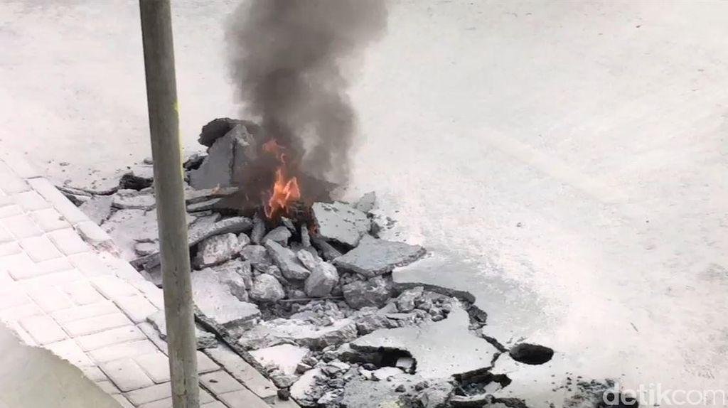 Galian Depan Detos Semburkan Api