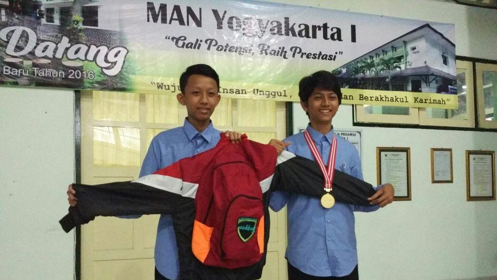 Satukan Jaket dan Ransel, Siswa Madrasah Yogya Raih Medali Emas Kemendikbud
