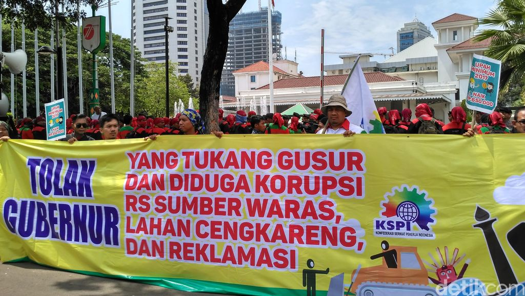 Massa Buruh Mulai Demo di Balai Kota DKI: Kita Ingin Seperti Bekasi!