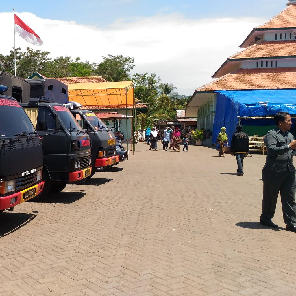 Suasana Terakhir Padepokan Dimas Kanjeng: 160 Polisi Berjaga
