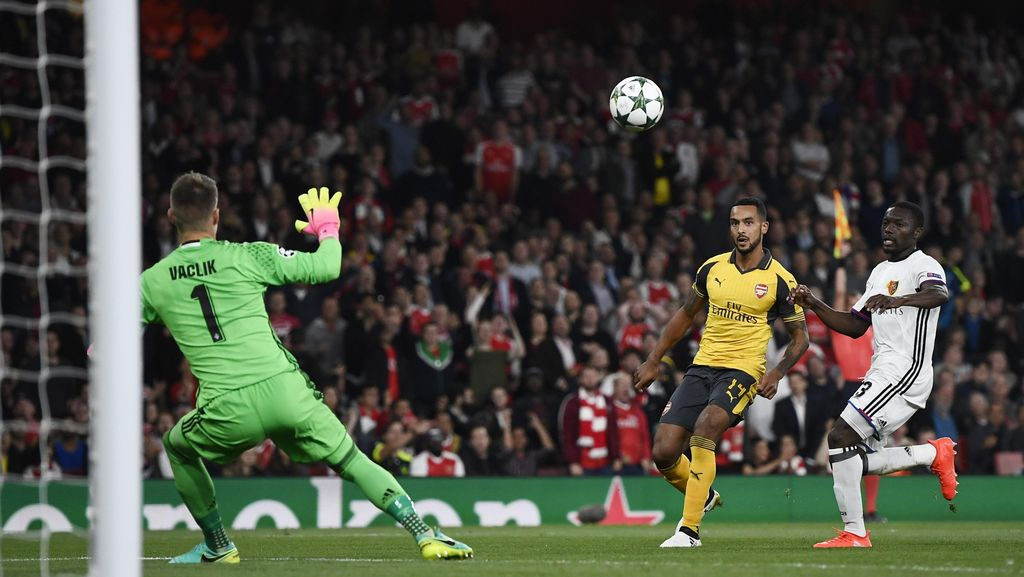 Dua Gol Walcott Antar Arsenal Tundukkan Basel