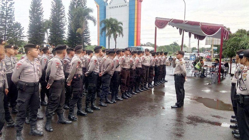 Antisipasi Pemblokiran oleh Massa Buruh, Polres Bekasi Jaga Pintu Tol