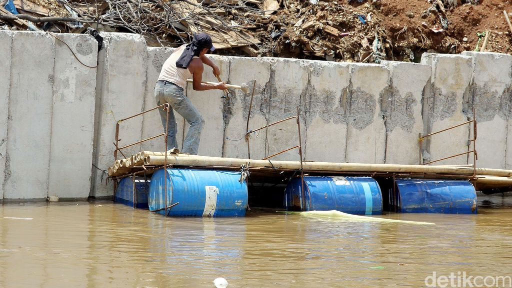 Pembangunan Turap di Bukit Duri