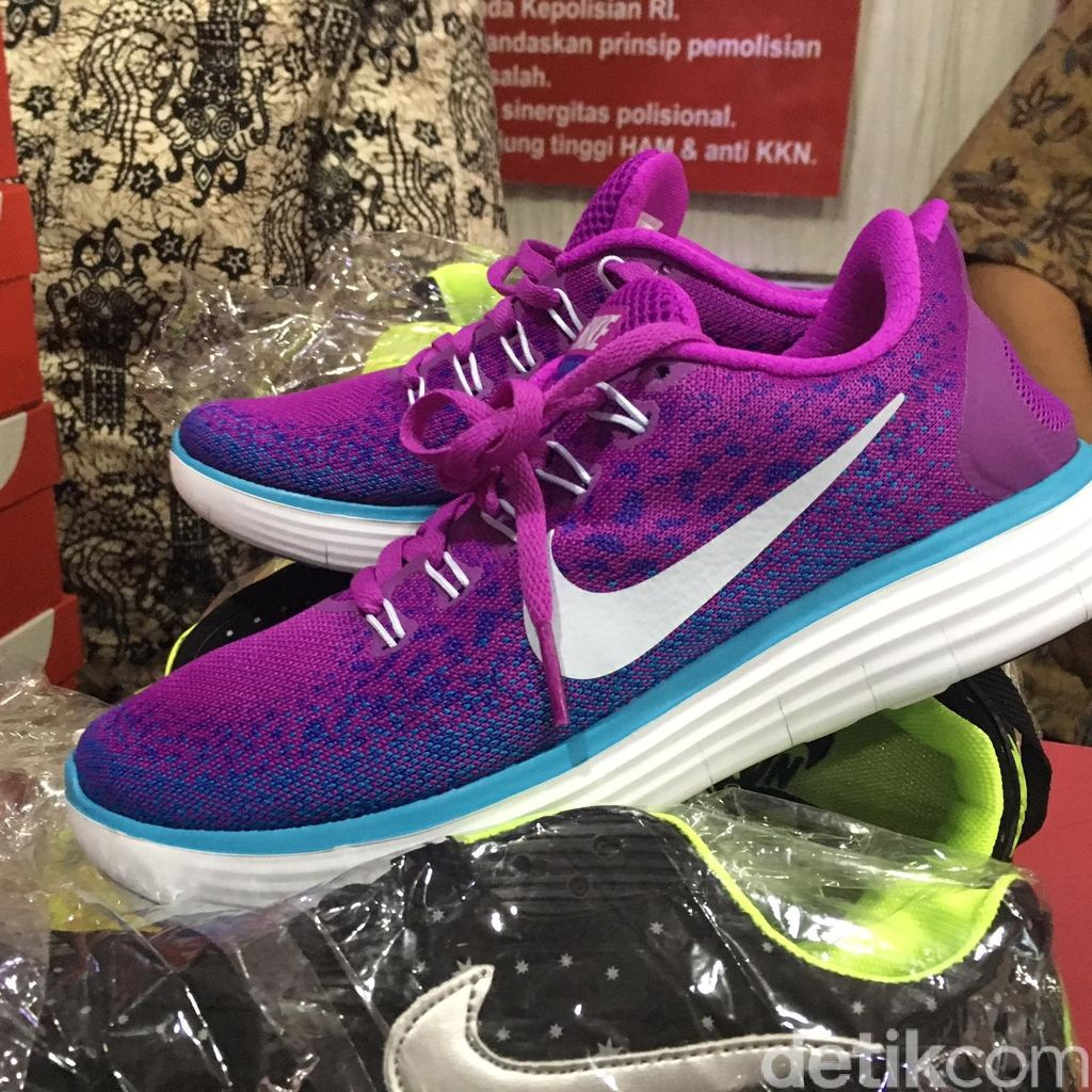 Polda Metro Sita Ribuan Sepatu Nike Palsu Buatan China di Penjaringan