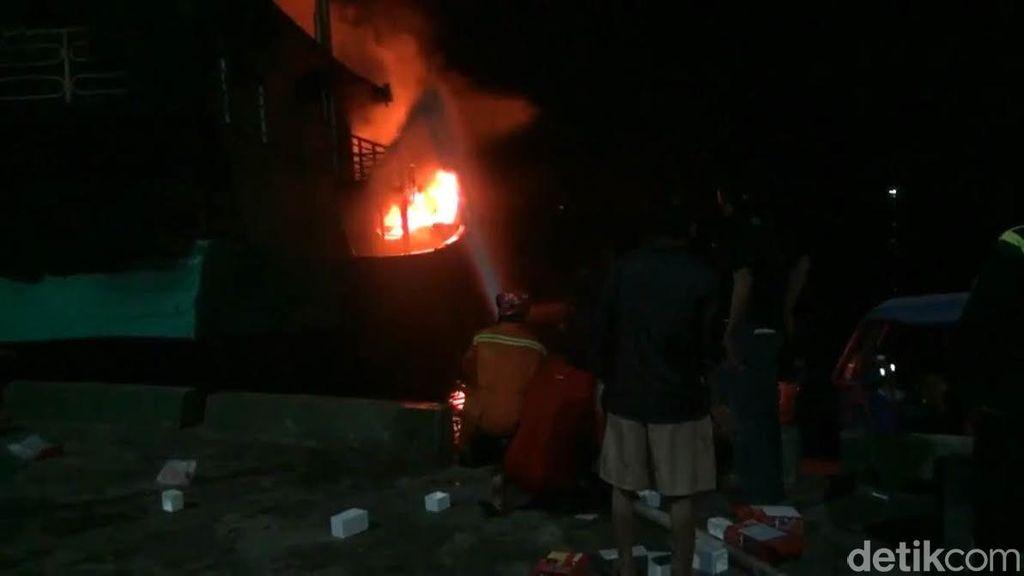 2 Kapal Nelayan Terbakar di Muara Angke, Jakarta Utara