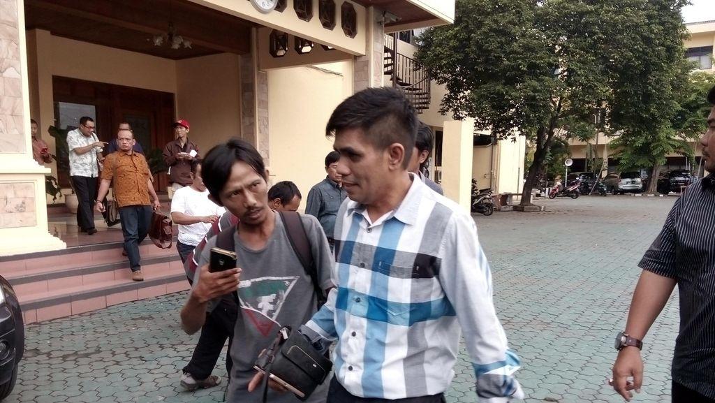 Pengusaha Makassar ke Polda Jatim, Sebut Ibunya Tertipu Dimas Kanjeng Rp 200 M