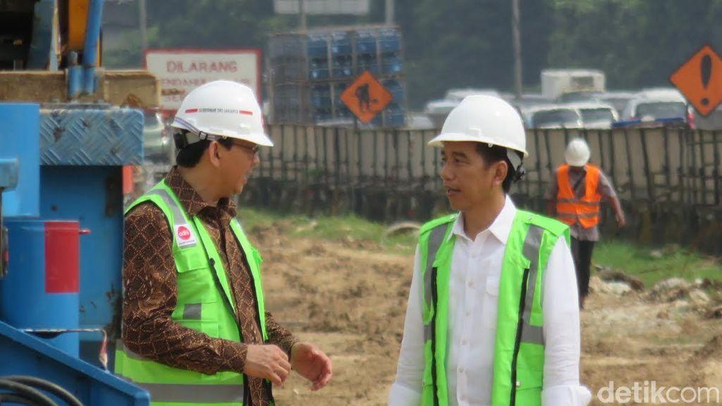 Keakraban Jokowi dan Ahok Saat Tinjau Proyek LRT dan MRT
