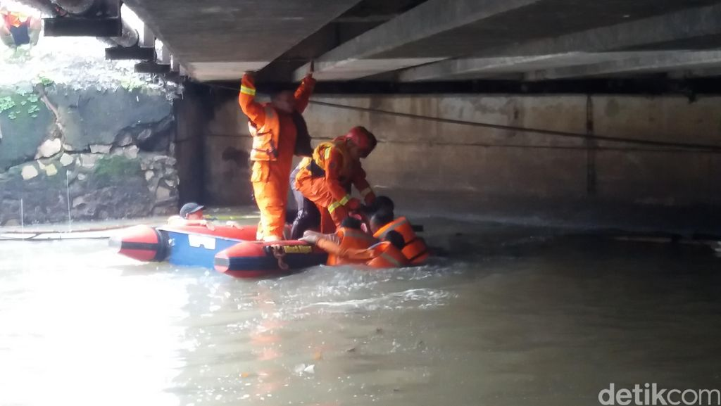 Petugas Pembersih Sungai Ditemukan Tewas Tenggelam, Bekerja Tanpa Pelampung