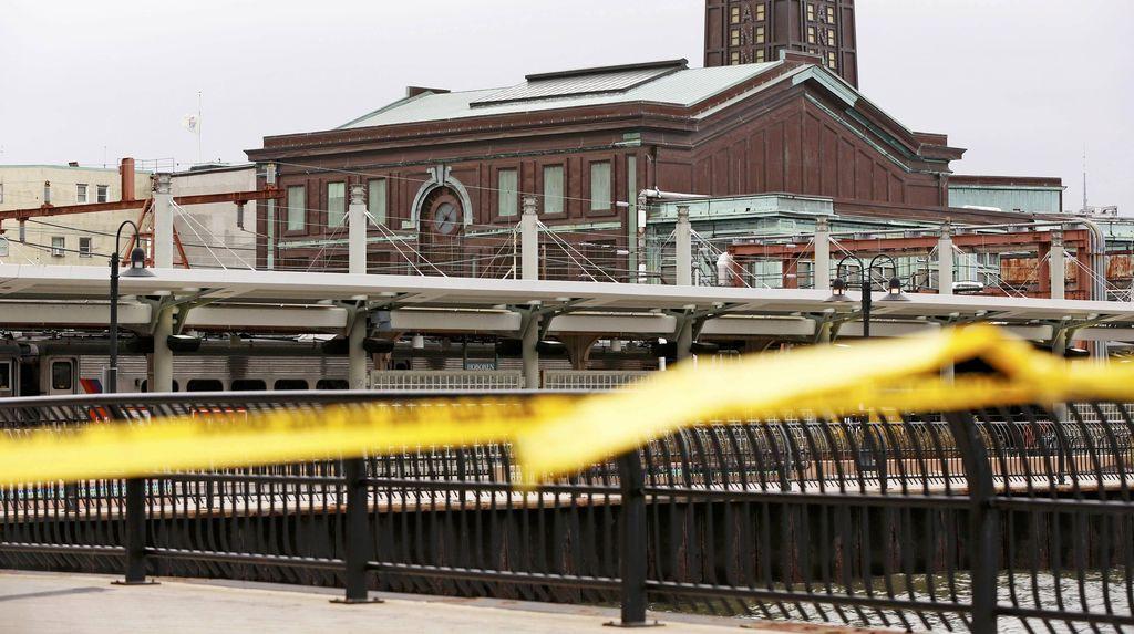 Kereta Tabrak Stasiun di AS, Kecepatan Sangat Tinggi dan Tidak Semestinya
