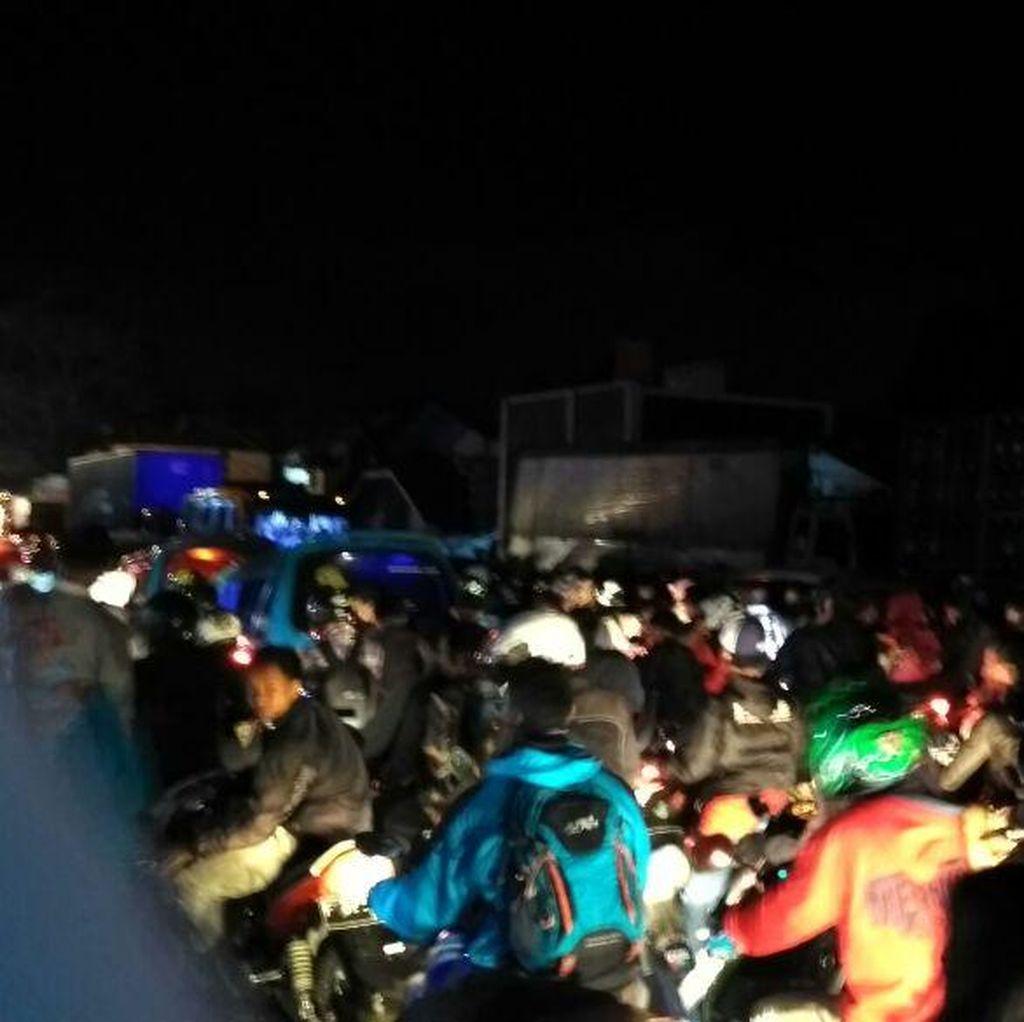 Jalur Sukabumi-Ciawi Macet Parah, Kendaraan Nyaris Tak Bergerak