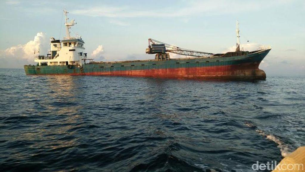 Kamar Mesin KM Nagoya Bocor, ABK Diselamatkan Nelayan Sapudi Sumenep