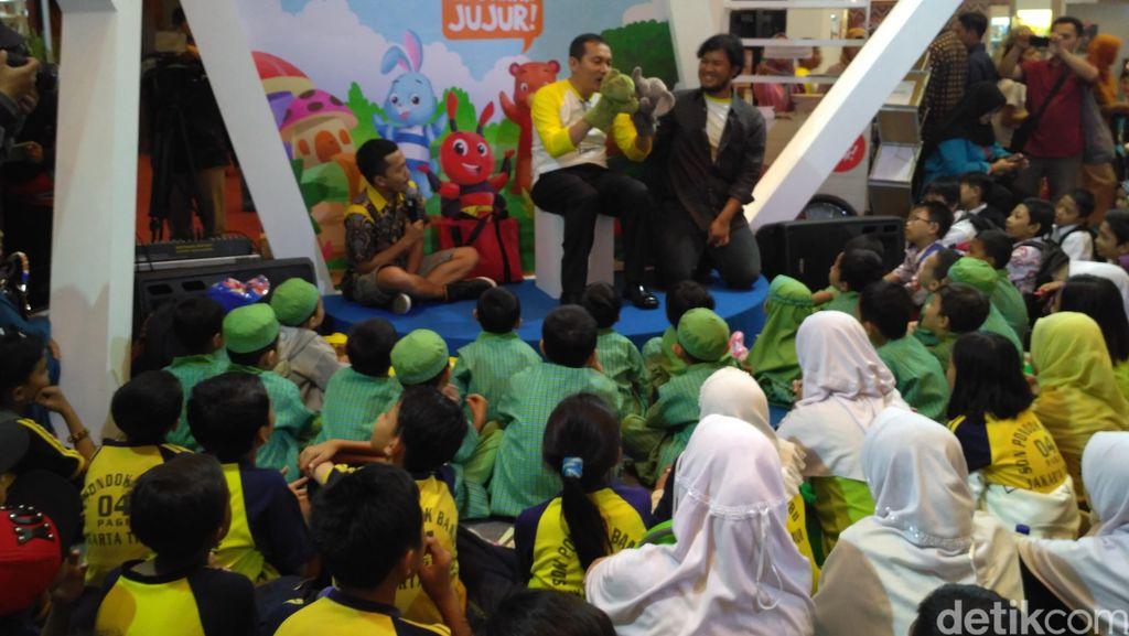 Wakil Ketua KPK Saut Situmorang Dongengi Anak SD Soal Korupsi dan Pancasila