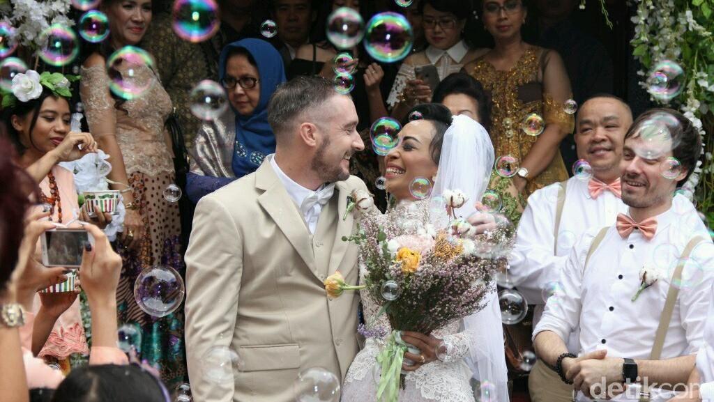 Kemeriahan Pernikahan Jono Amstrong