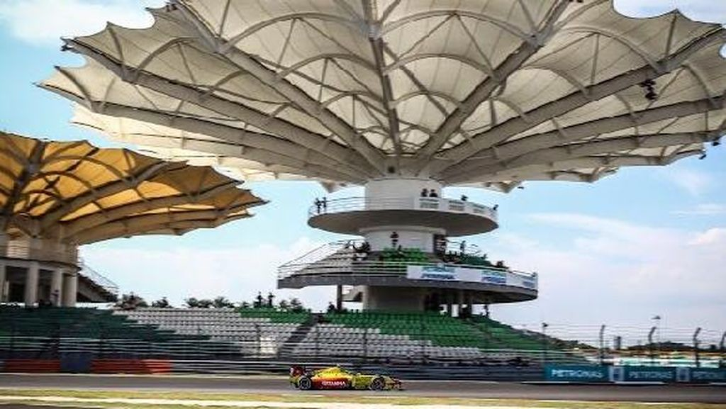 Sean Gelael Finis ke-16 di Feature Race Malaysia