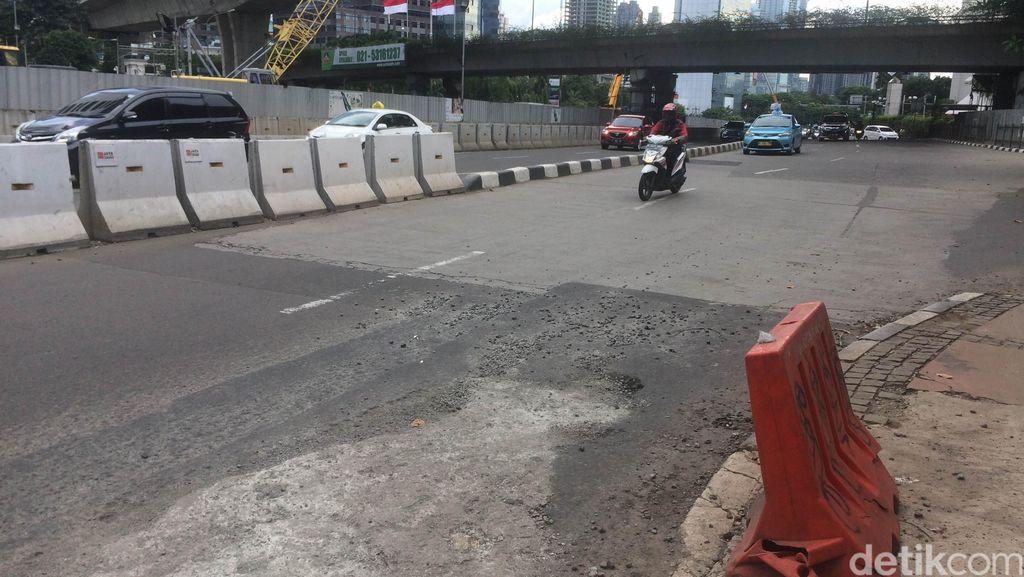 Hati-hati! Ada Jalan Bopeng-bopeng di Arteri Jl Jenderal Sudirman