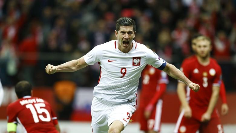 Gol Telat Lewandowski Menangkan Polandia 2-1 Atas Armenia