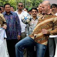 Zidane Pamerkan Coaching Clinic, SBY Tepuk Tangan