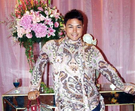 http://images.detik.com/content/2008/09/07/431/tato4.jpg