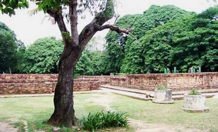 Situs Gede Ing Suro, Simbol Islam-Budha