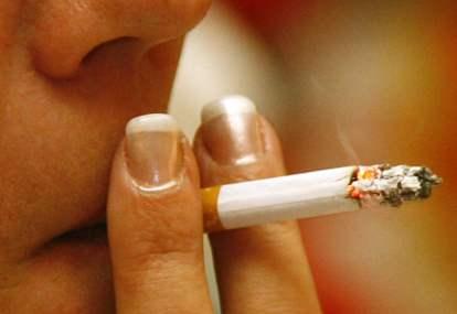 http://images.detik.com/content/2009/08/26/763/orang-merokok-depan.jpg