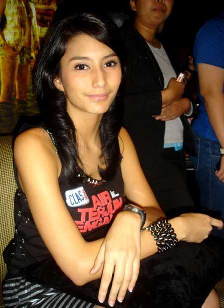 http://images.detik.com/content/2009/11/30/431/Tyas-Mirasih01.jpg
