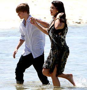 justin bieber kissing kim kardashian