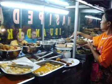 Kesetrum Ditonjok Nasi Pedas Bali!