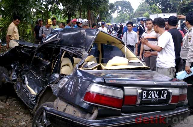 http://images.detik.com/content/2010/08/13/157/Corolla03.jpg