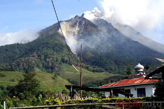 http://images.detik.com/content/2010/08/29/157/Sinabung-Lagi2.jpg