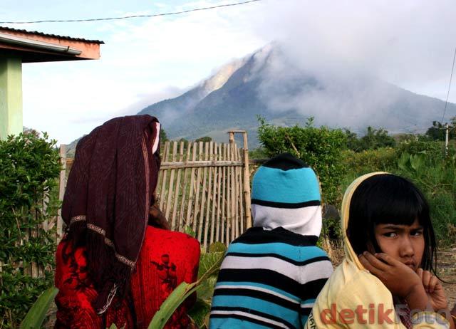 http://images.detik.com/content/2010/08/29/157/Sinabung-Lagi4.jpg