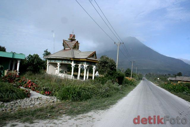 http://images.detik.com/content/2010/08/29/157/Sinabung-Lagi5.jpg