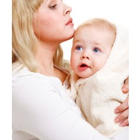 Pelukan Lebih Ampuh Atasi Rasa Nyeri Bayi Usai Imunisasi